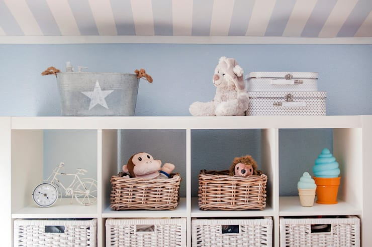 Quarto de bebé: Quartos de criança  por This Little Room,Escandinavo