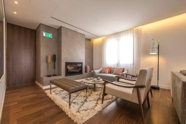 Parede de Lareira: Hotéis  por 4Udecor Microcimento