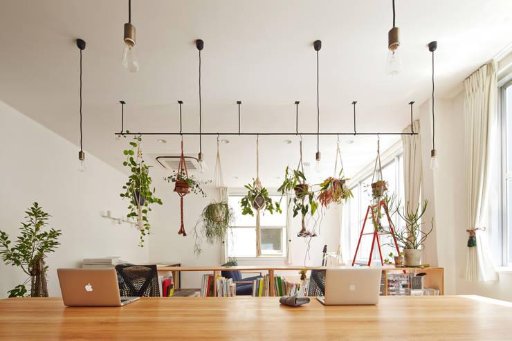Oficinas de estilo moderno por 一級建築士事務所 こより