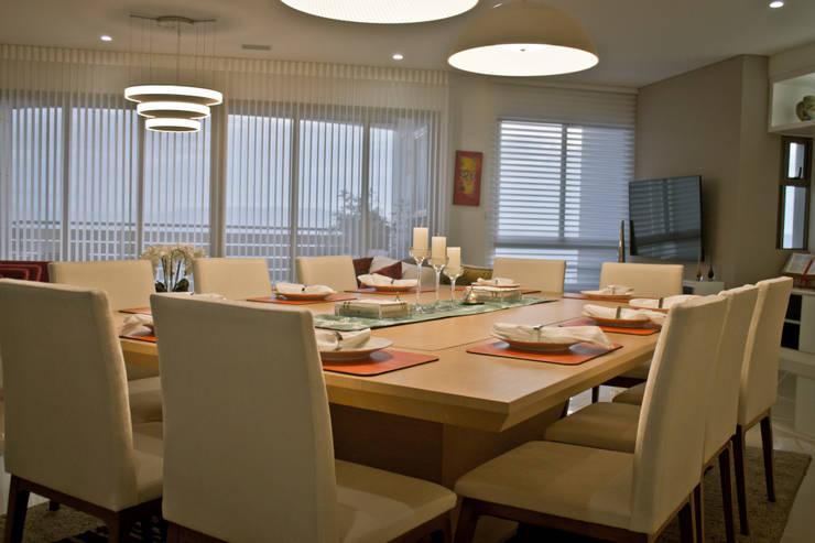 Apartamento Majestic 2103: Comedores de estilo  por John Robles Arquitectos, Moderno
