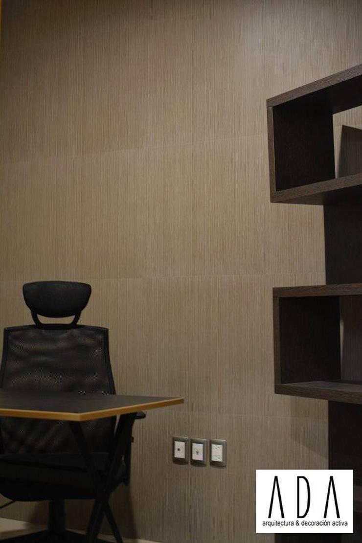 DISEÑO DE INTERIORES: Oficinas y tiendas de estilo  por Daniela Ulloa Interiorismo