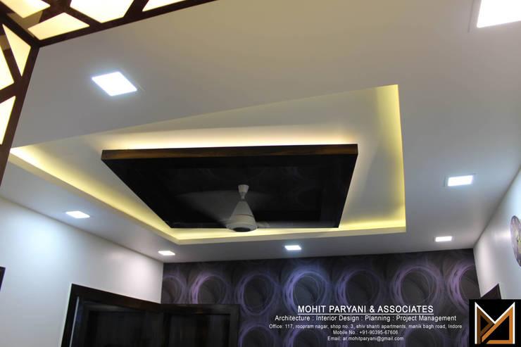 Mr. Jatin Lulla Ji interior :  Dining room by MOHIT PARYANI AND ASSOCIATES,Modern