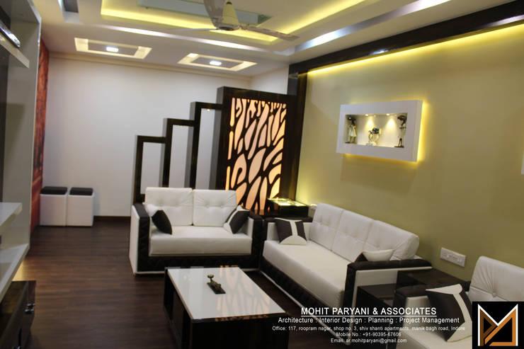 Mr. Jatin Lulla Ji interior :  Living room by MOHIT PARYANI AND ASSOCIATES,Modern