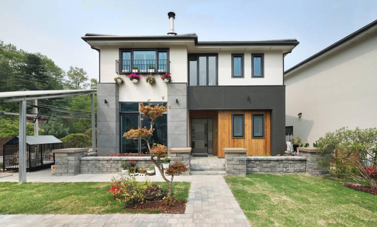 Casas de estilo  por 윤성하우징
