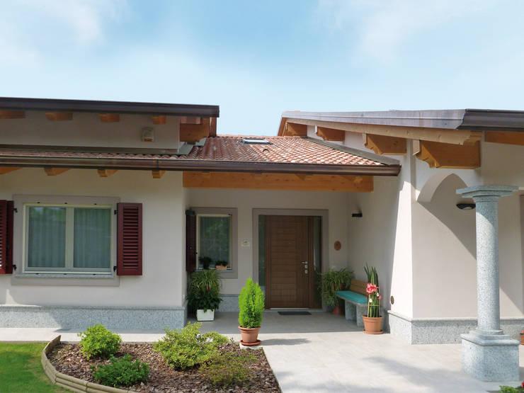 Casas prefabricadas de estilo  por Marlegno