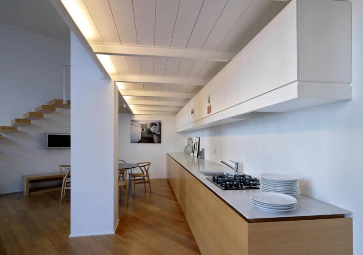 Loft - via Maiocchi - Milano: Cucina in stile  di Fabio Azzolina Architetto