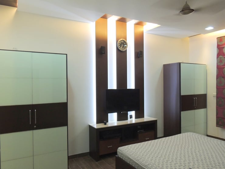 Residential Interior:  Bedroom by Vastu Architects