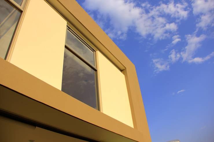 Valle Imperial 212: Casas de estilo  por 2M Arquitectura