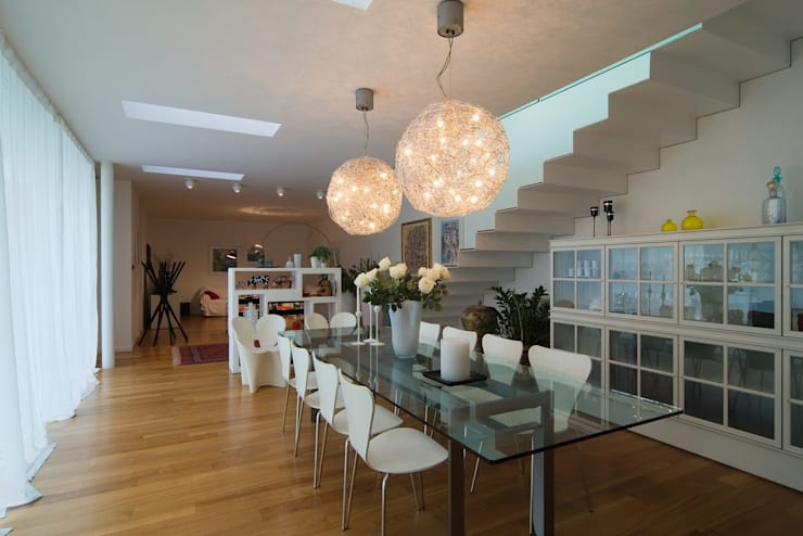 Dining room by ALDENA, Modern