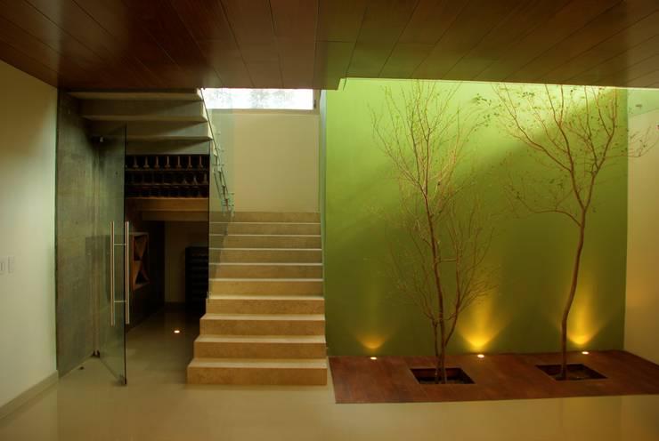 Valle Imperial 212: Pasillos y recibidores de estilo  por 2M Arquitectura