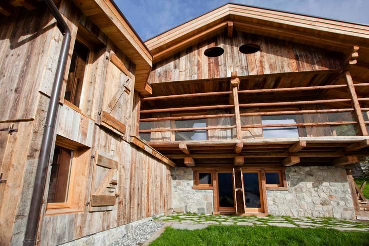 Houses by ALDENA, Rustic Wood Wood effect