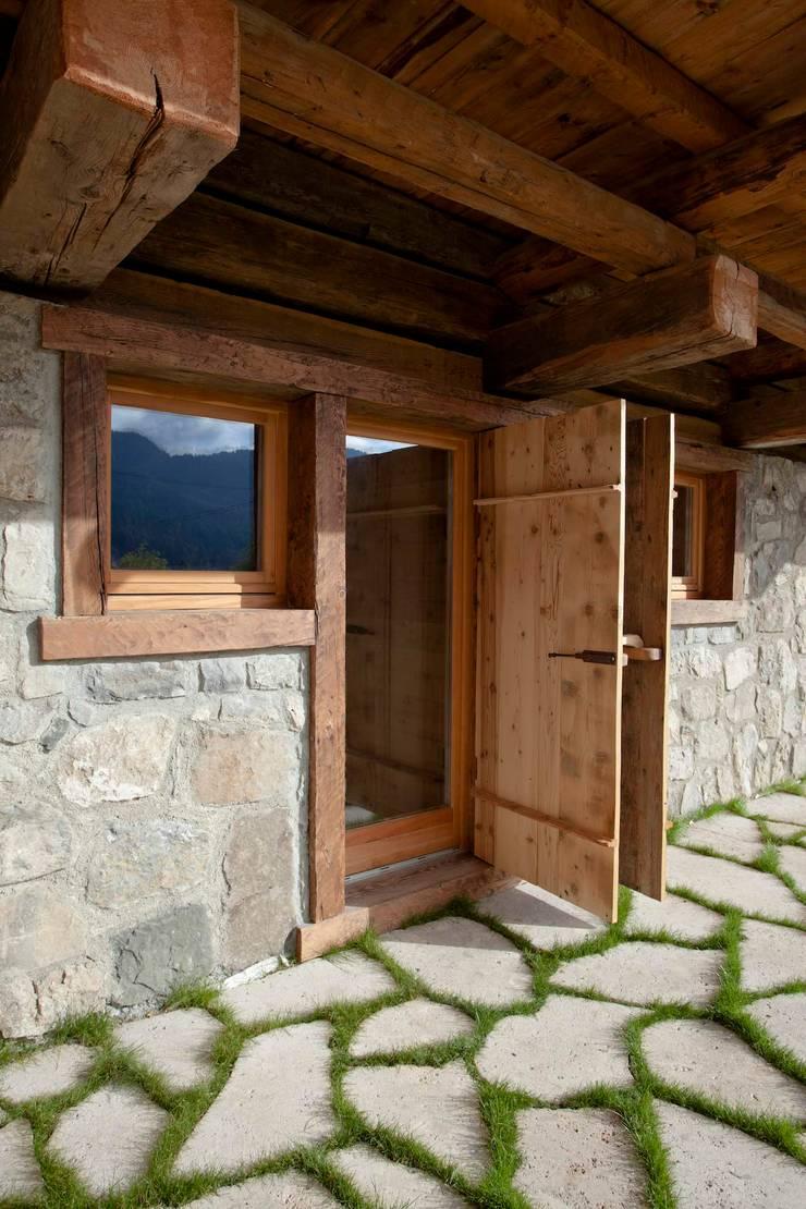 Fenêtres de style  par ALDENA, Rustique Bois Effet bois