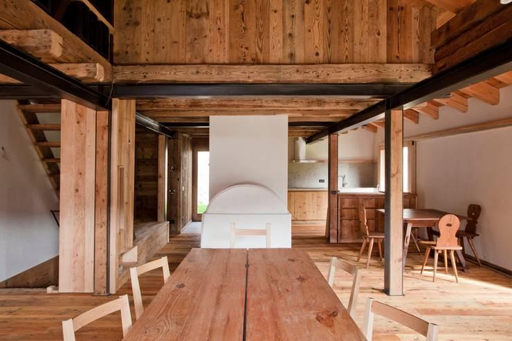 Dining room by ALDENA, Rustic Wood Wood effect