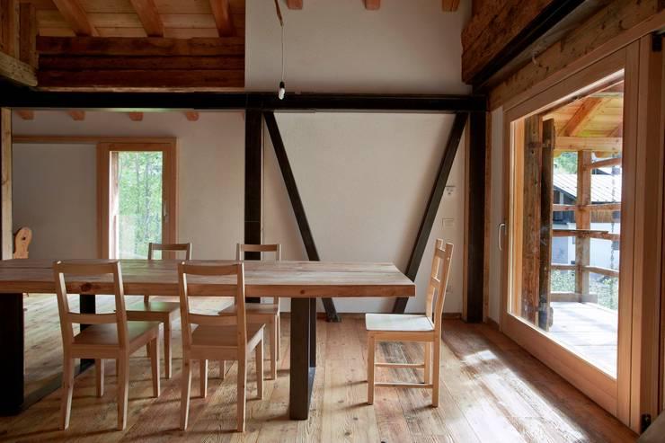 Salle à manger de style  par ALDENA, Rustique Bois Effet bois