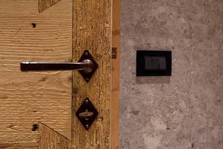 FVL: Finestre & Porte in stile  di ALDENA