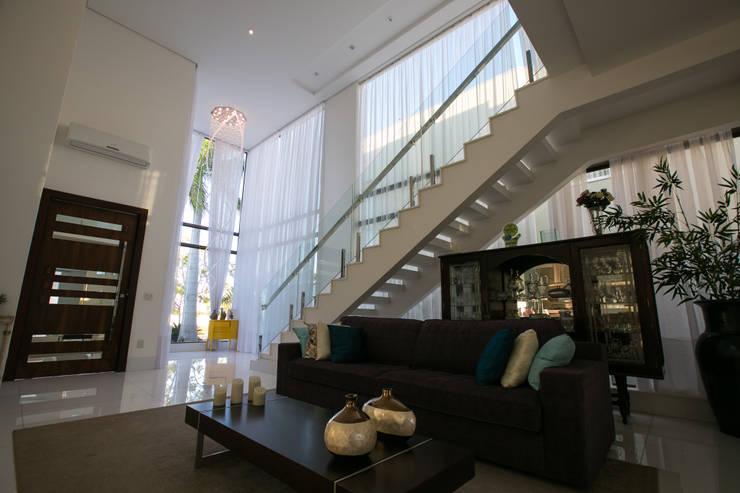 Salas de estilo  por KAMPAI ARQUITETURA