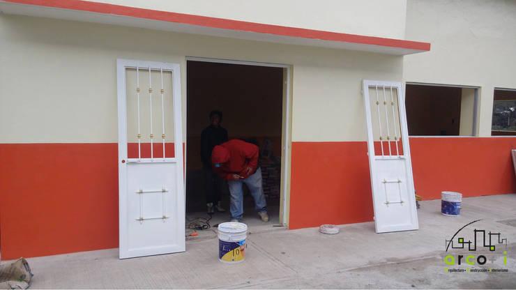 Remodelación Escuela: Escuelas de estilo  por ARCO +I