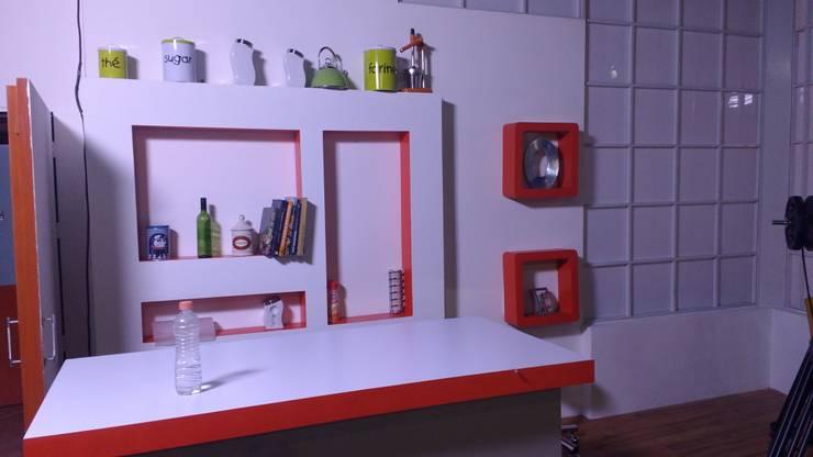MIS TRABAJOS: Estudios y oficinas de estilo  por SERVICIOS MULTIFUNCIONALES