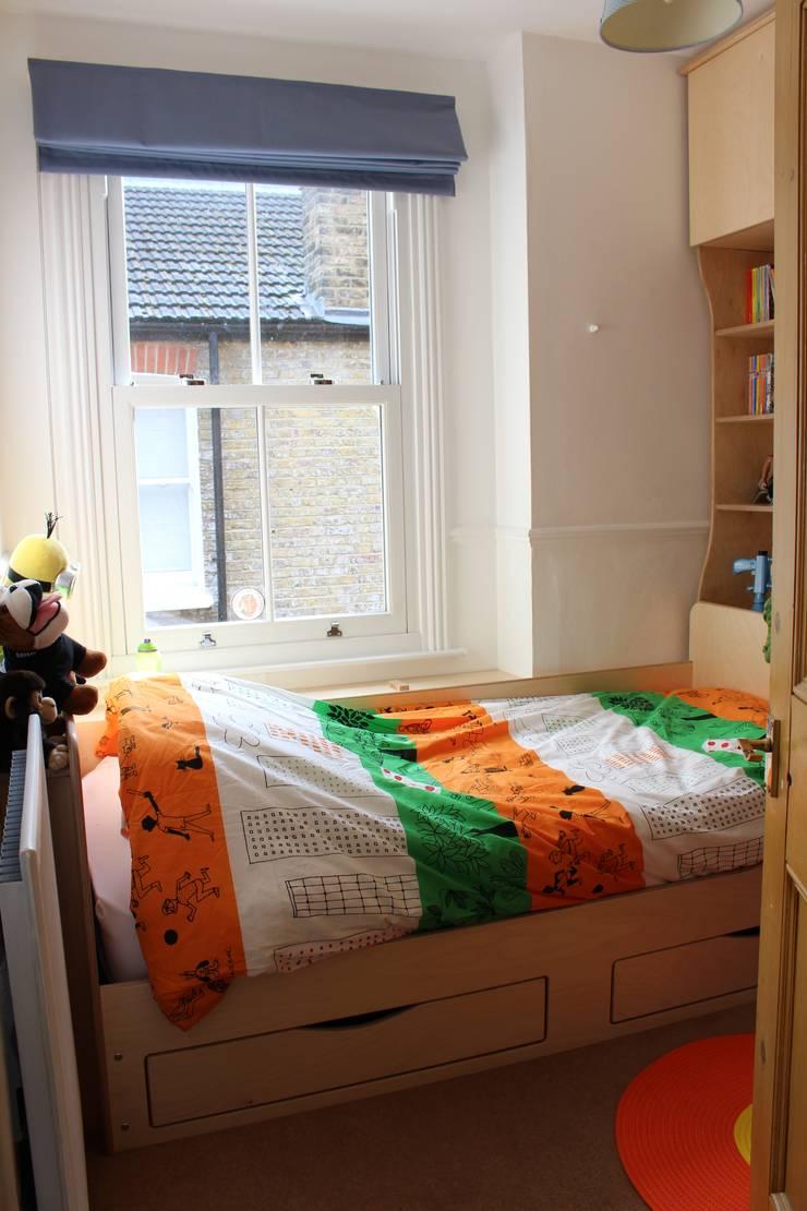 Child's bedroom:  Bedroom by TreeSaurus