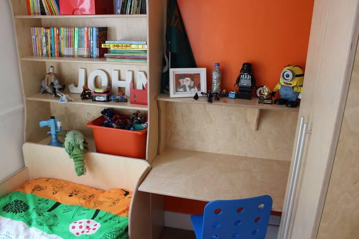 A Child's bedroom: modern Bedroom by TreeSaurus