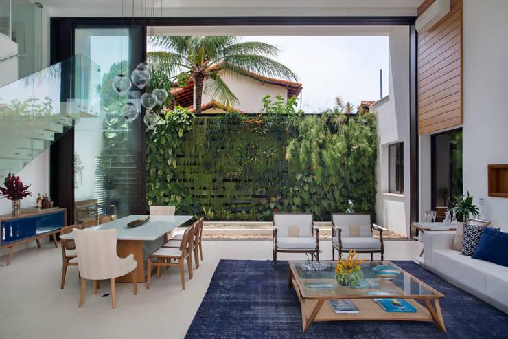 Salas / recibidores de estilo  por Amanda Miranda Arquitetura