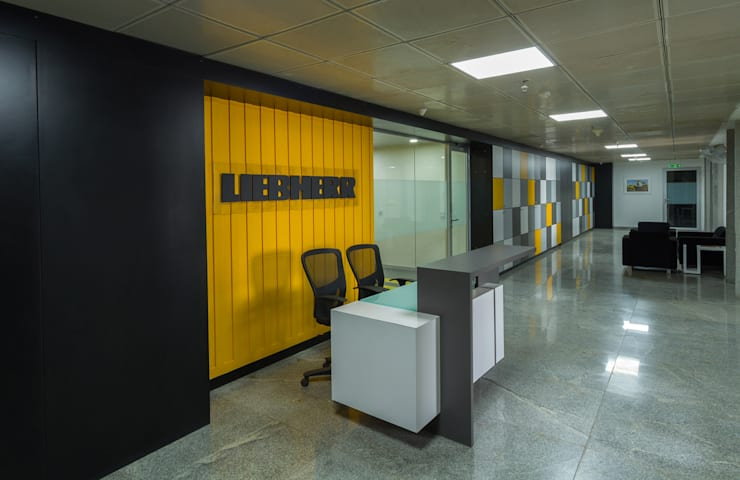 Lift Lobby /Foyer:   by DeFACTO Architects