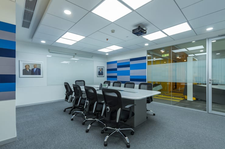 Conference Room:   by DeFACTO Architects