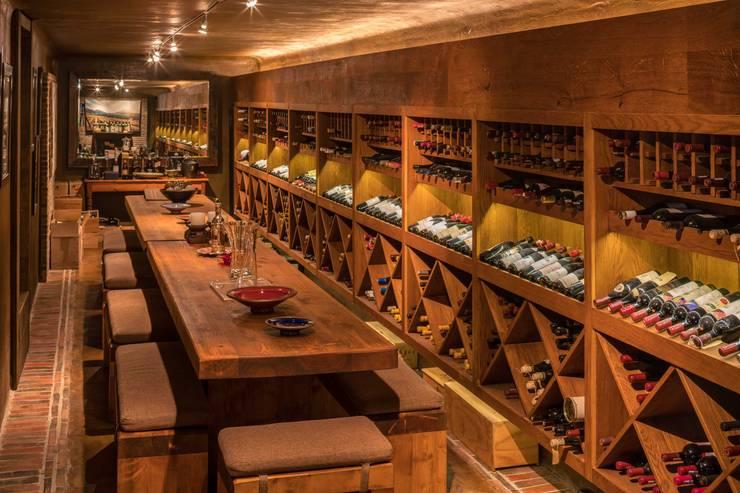 THE VILLA, CAPE TOWN   I   MARVIN FARR ARCHITECTS:  Wine cellar by MARVIN FARR ARCHITECTS