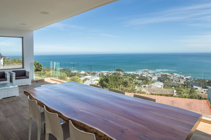 HOUSE I ATLANTIC SEABOARD, CAPE TOWN I MARVIN FARR ARCHITECTS Modern terrace by MARVIN FARR ARCHITECTS Modern