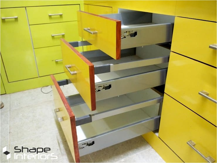 Kitchen drawers:  Nursery/kid's room by Shape Interiors
