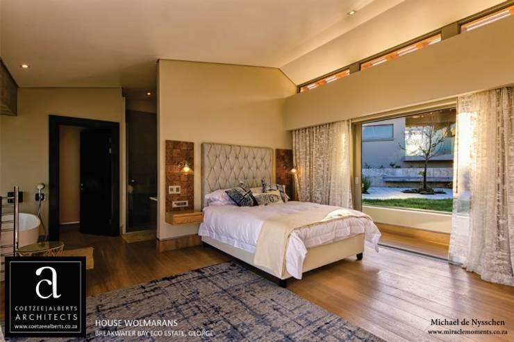 House Wolmarans:  Bedroom by Coetzee Alberts Architects