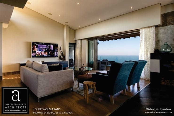 House Wolmarans:  Living room by Coetzee Alberts Architects