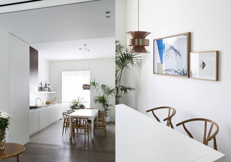 Nhà bếp by Fabio Azzolina Architetto