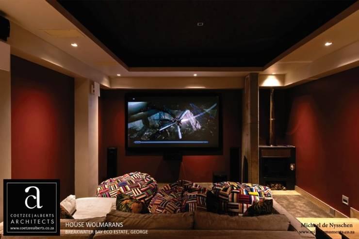 House Wolmarans:  Media room by Coetzee Alberts Architects