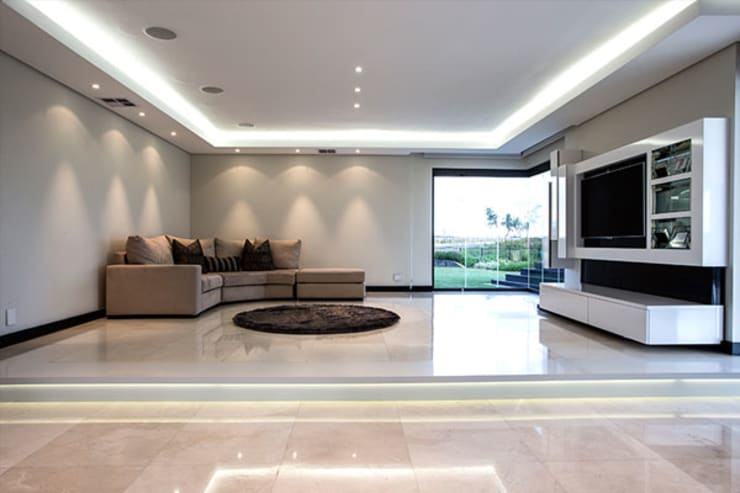 Residence Calaca:  Living room by FRANCOIS MARAIS ARCHITECTS