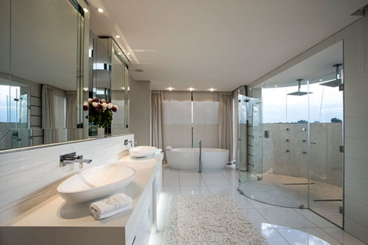 Residence Calaca: modern Bathroom by FRANCOIS MARAIS ARCHITECTS