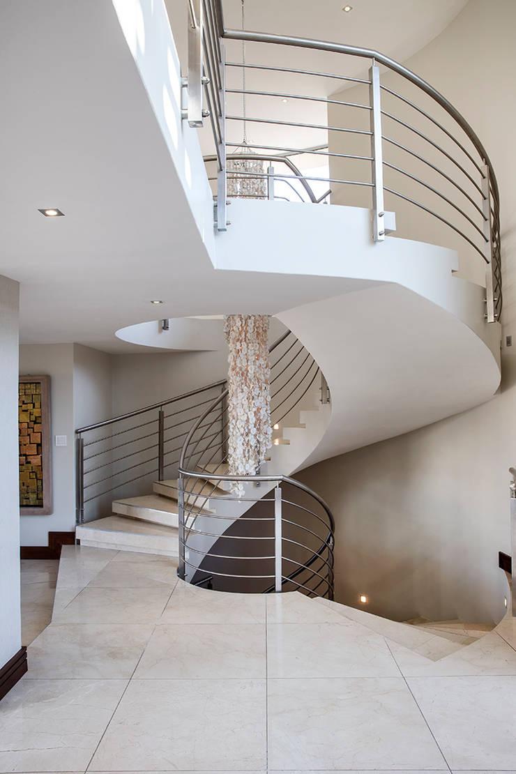 Residence Naidoo:  Corridor & hallway by FRANCOIS MARAIS ARCHITECTS, Modern