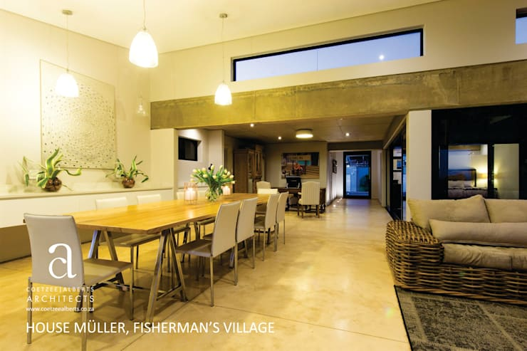 House Meuller:  Dining room by Coetzee Alberts Architects