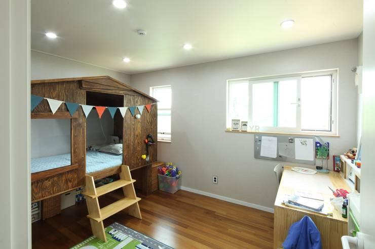 Dormitorios infantiles de estilo  por 위드하임