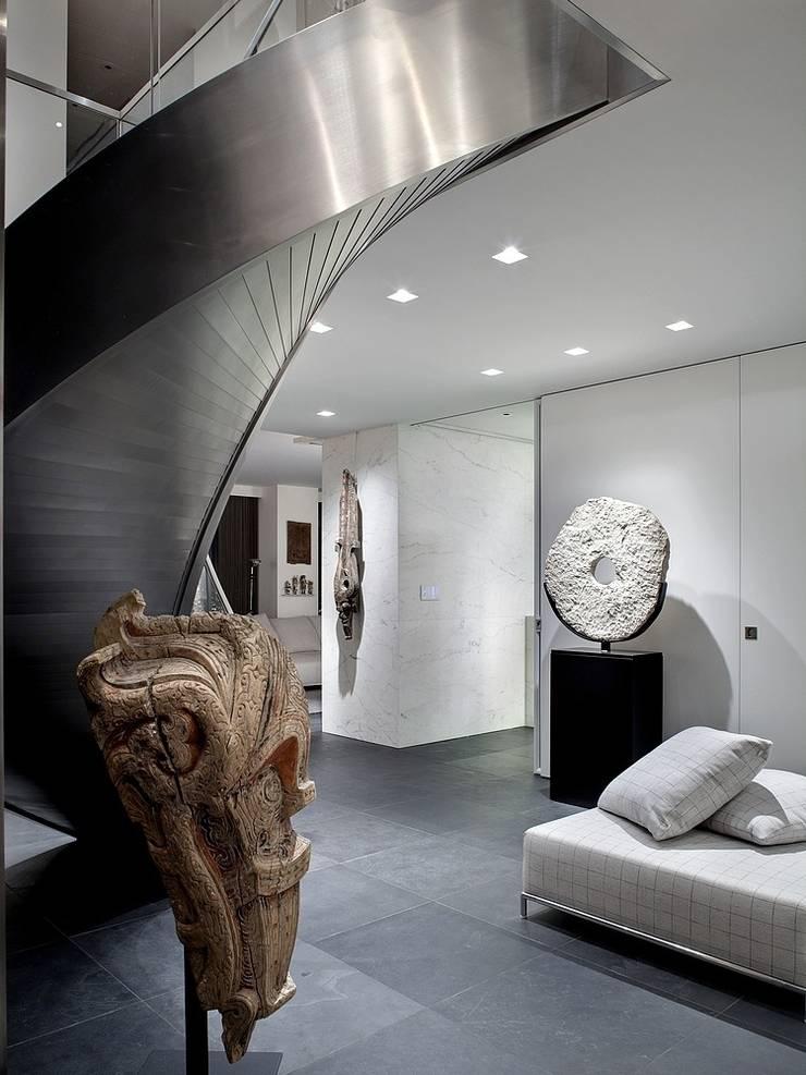 Couloir et hall d'entrée de style  par ALDENA, Minimaliste