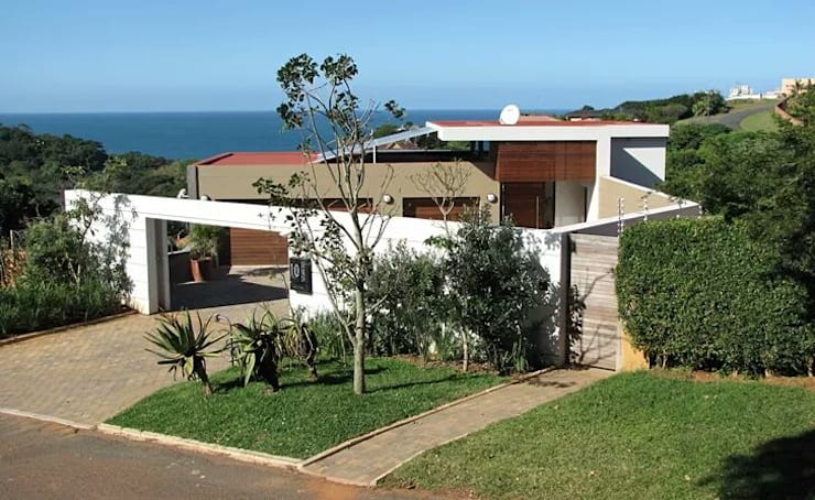 Incredible modern house in the heart of Ballito:  Houses by CA Architects