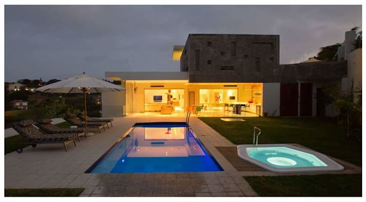 Incredible modern house in the heart of Ballito:  Pool by CA Architects