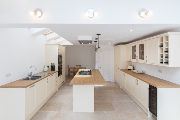New Home Before Wedding. Wimbledon, SW19:  Kitchen by TOTUS