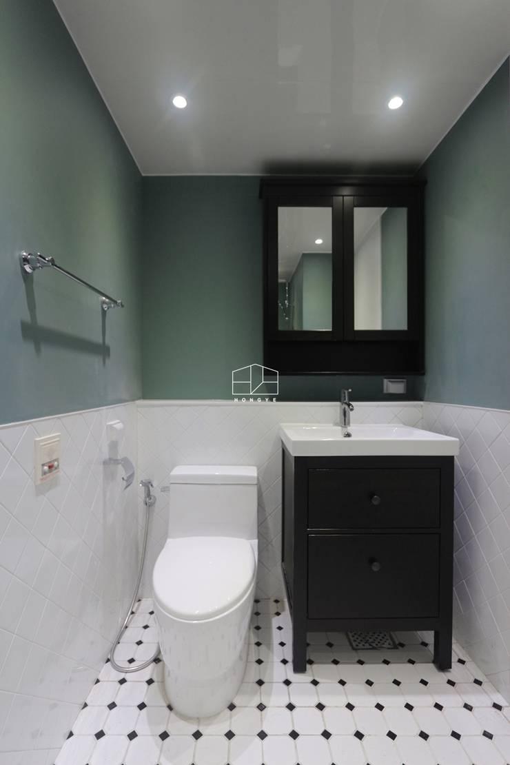 모던한 느낌의 23평 인테리어: 홍예디자인의  욕실