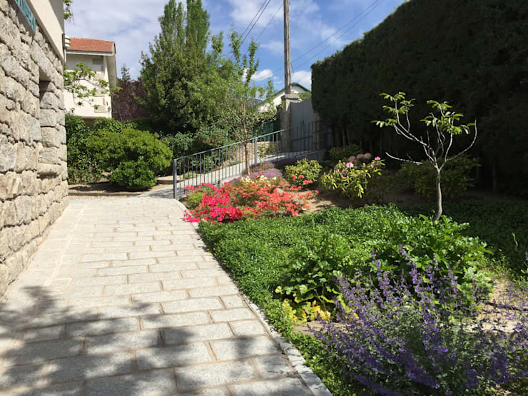 Jardines de estilo  por Azarbe jardines