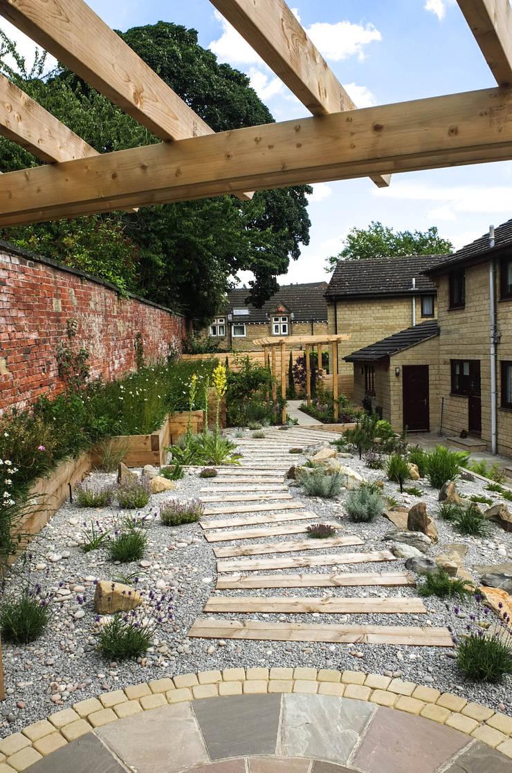 Garden by Yorkshire Gardens, Modern