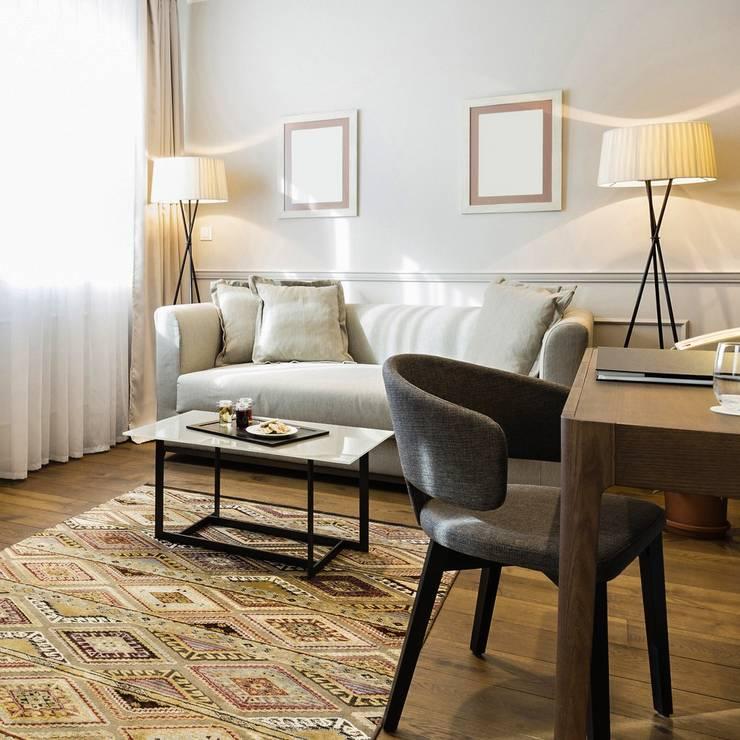minimalistic Living room by Licht-Design Skapetze GmbH & Co. KG