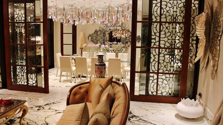 Private House Kolkata: Sala de estar  por Serip