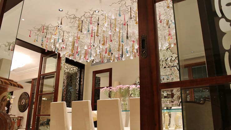 Private House Kolkata: Sala de jantar  por Serip