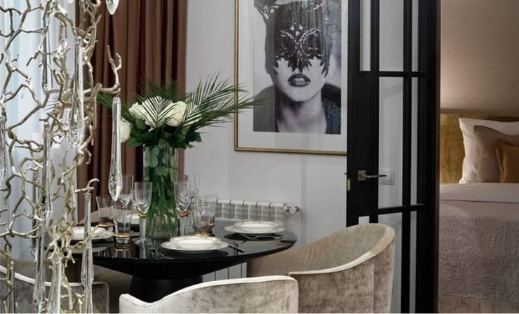Moscow Apartment: Sala de jantar  por Serip
